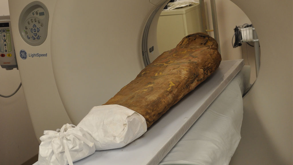 The mummy is on the scanning table. view from the right