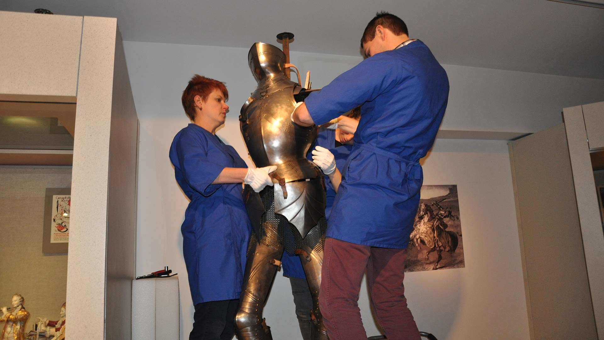 Reproduction of gothic armor returns to exhibit overview image
