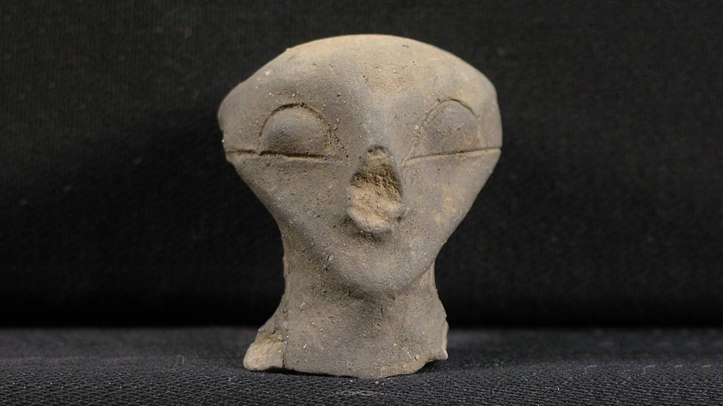 Figurine Fragment: Head (2000.17.0022)