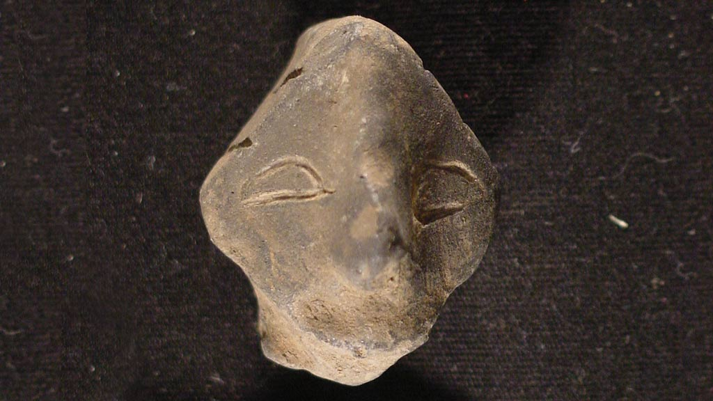 Figurine Fragment: Head (2000.17.0032)
