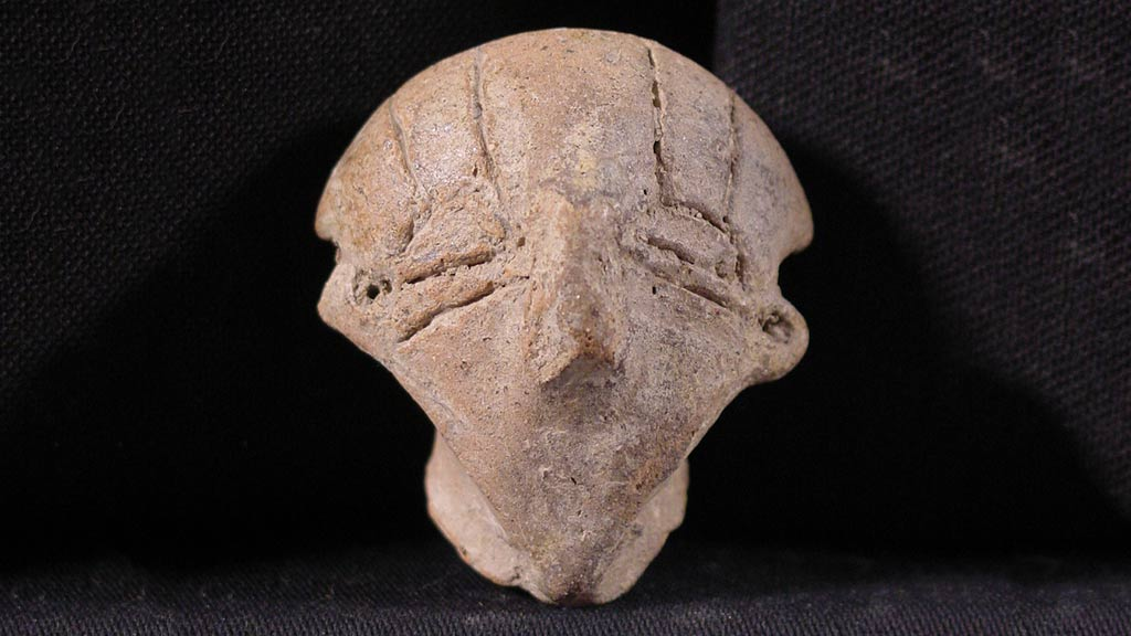 Figurine Fragment: Head (2000.17.0036)