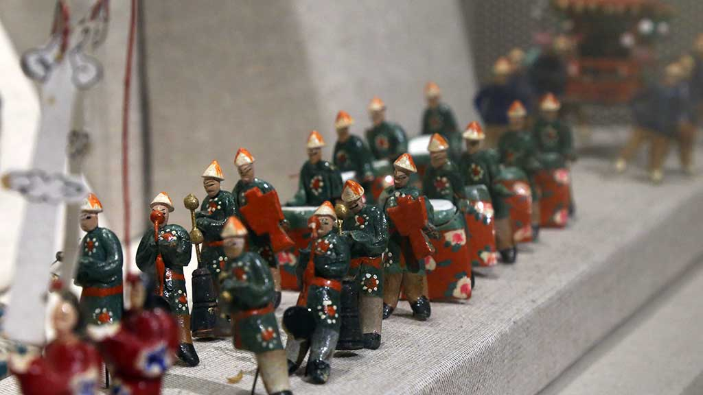 many small ceramic figures in a procession