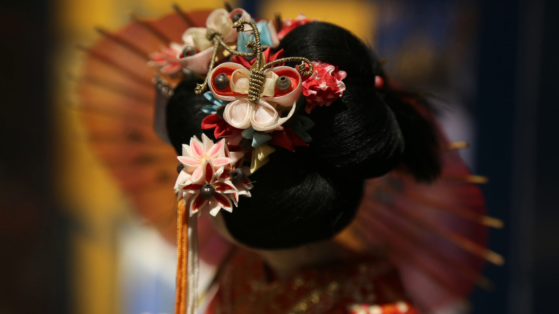 closeup of the beads in the doll's headdress