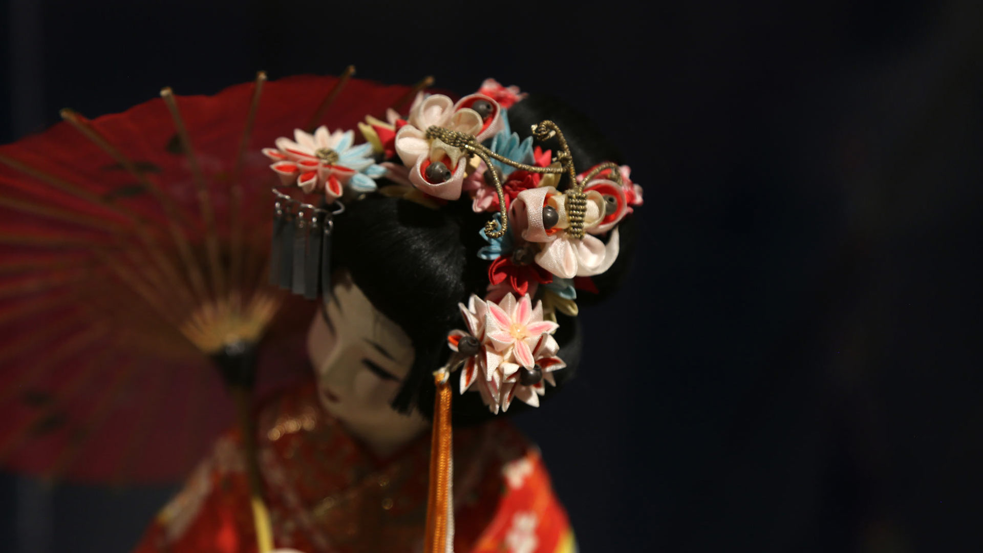 closeup of the delicate headdress