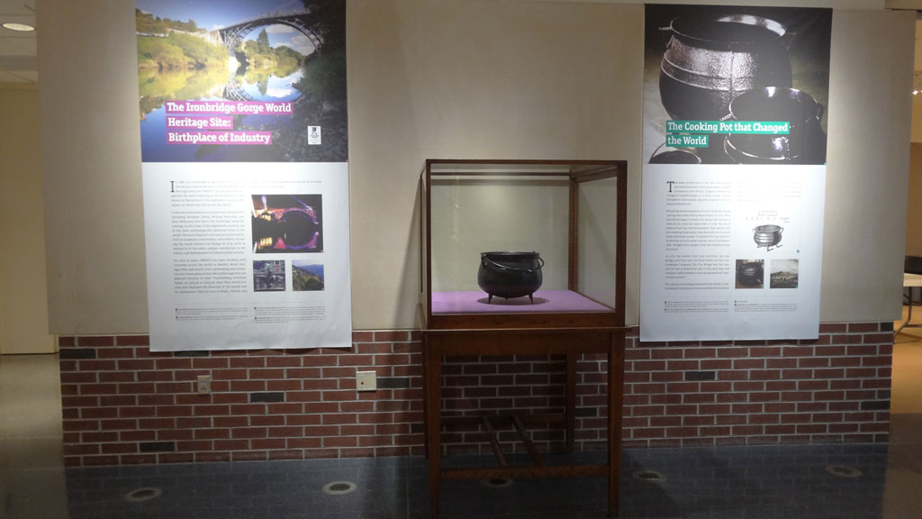 middle view exhibit overview, a cooking iron pot in the plexiglass