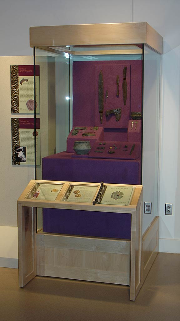 right perspective of display stand and text description about the artifacts