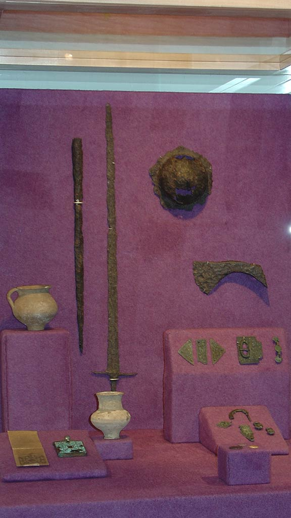 medal weapons, pots