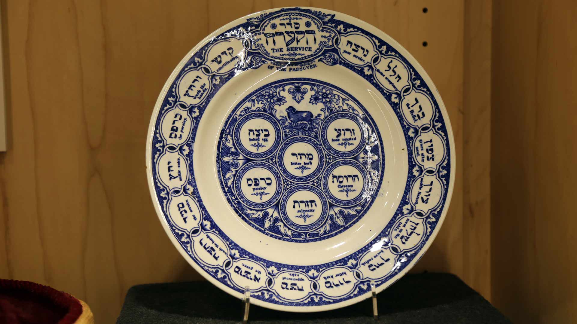 a round plate with navyblue prints